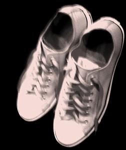 tutti a piedi con le scarpe vecchie