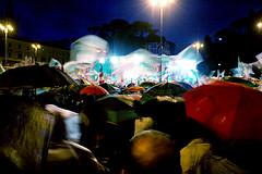 Una folla per le poesie di Bersani? E' veramente solo?